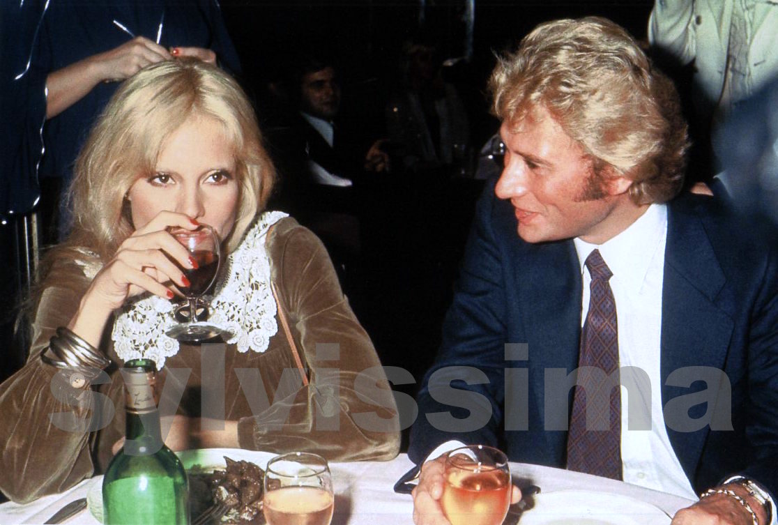 sylvie vartan arrets sur images mariage de michel sardou. Black Bedroom Furniture Sets. Home Design Ideas